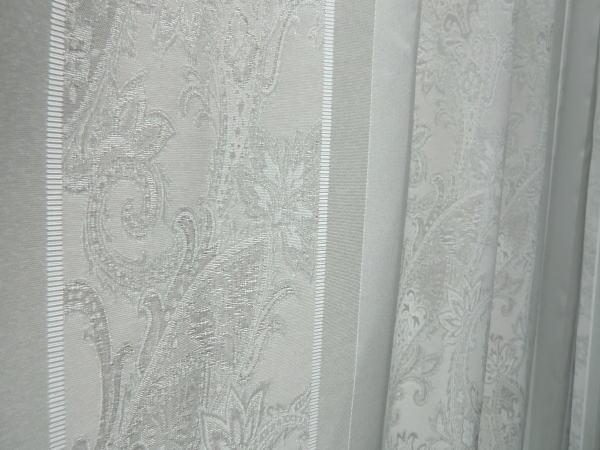 繊細なデザインのオーダーカーテン
