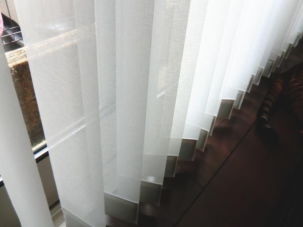 窓の数だけ、カーテンもお洒落に