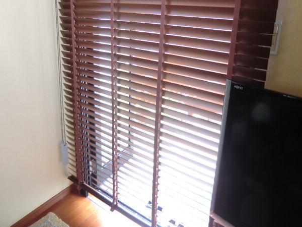 掃き出し窓へウッドブラインド納品