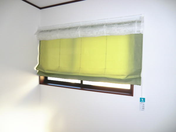 面積の小さな窓辺にプレーンシェード納品