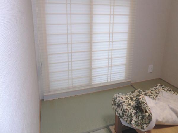 1階の和室にオーダープリーツスクリーン取り付け納品