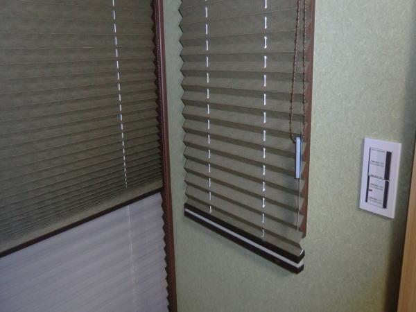小窓にもプリーツスクリーン納品