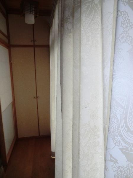 廊下部分にオーダーカーテン