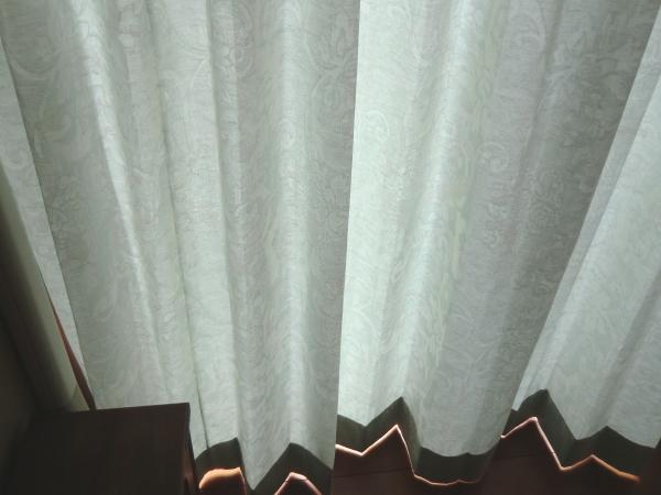 掃き出し窓もジャスト寸法に縫製仕上げが自慢のカーテンです