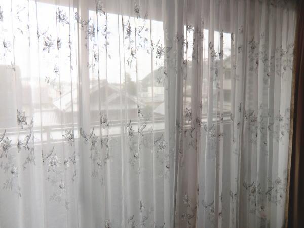 リビングの大窓へオーダーレースカーテン