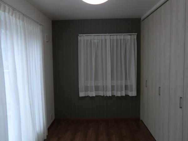 2階居室空間にもレースカーテン取り付け納品