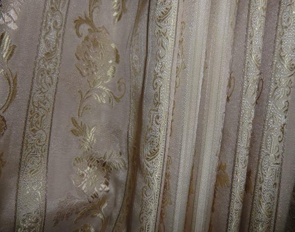 華やかなデザインカーテンで室内が引き立ちます