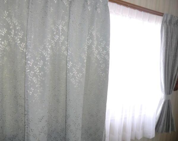 2階、腰窓へオーダーカーテン
