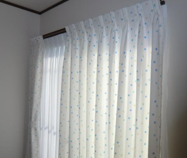 水玉模様のオーダーカーテン納品(京都戸建て住宅窓辺)