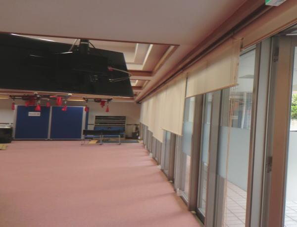 ロールスクリーン取り付け、きっちり取り付け(京都市左京区マンション、施設内)