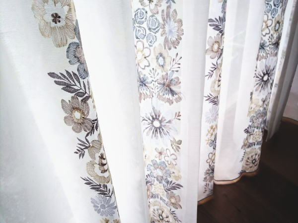 スミノエ社刺繍入りのオーダーカーテン
