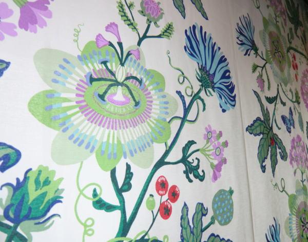 華やかなデザインのVALLILA-カーテン