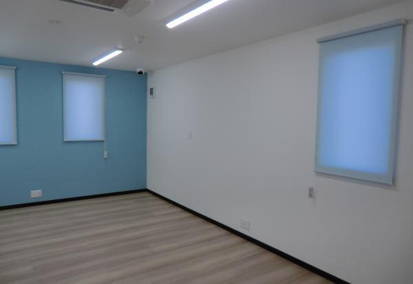 京都市伏見区、御新築されました法人様へロールスクリーン新設納品