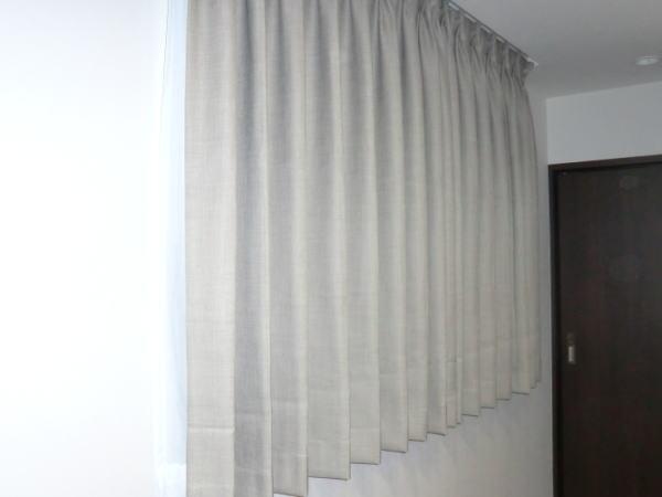 中間窓へ2倍ヒダのオーダーカーテン(川島セルコン+サンゲツレースカーテン納品)