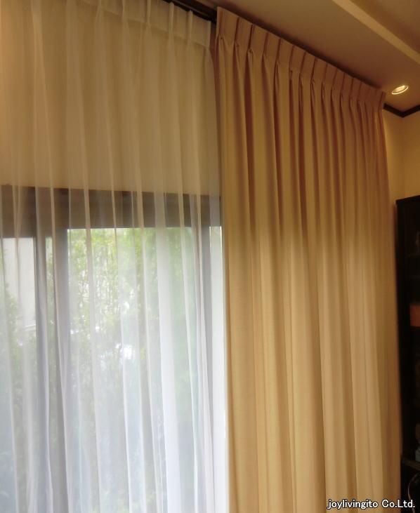 プレーンで落ち着いた色、柄のオーダーカーテンです。京都府長岡京市、戸建て住宅