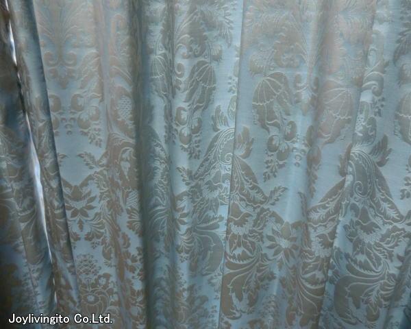 丁寧に縫製された2倍ヒダのオーダーカーテン納品