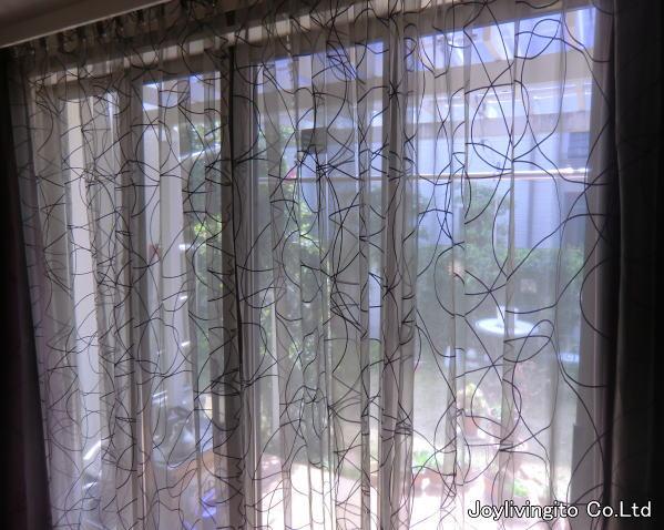 京都府長岡京市、戸建て住宅のリビングにデザイン性の高いレースカーテン納品