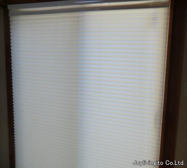 リビング内、南面窓辺にプリーツスクリーン取り付け納品