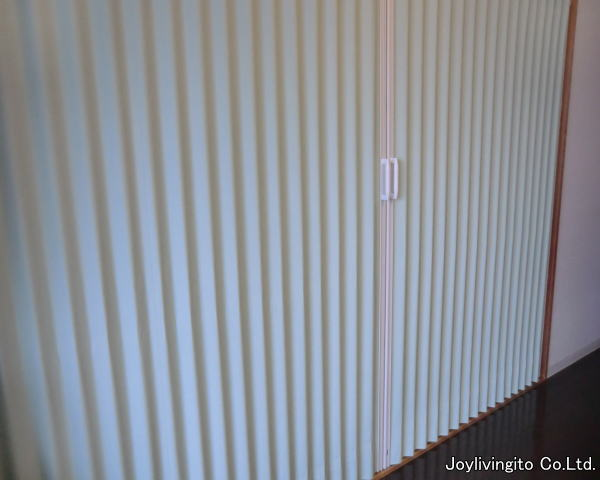 タタまれたジャバラがあるのでアコーディオンカーテンと言われています。