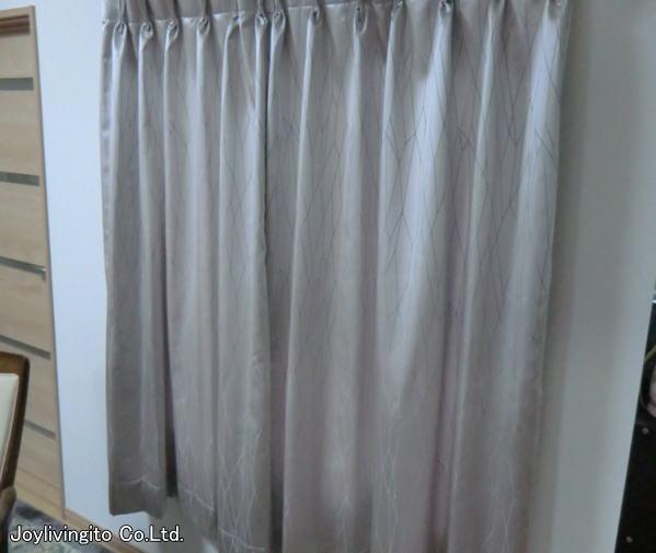 リビング内、腰窓(中間窓)へもカーテン2倍ヒダの納品
