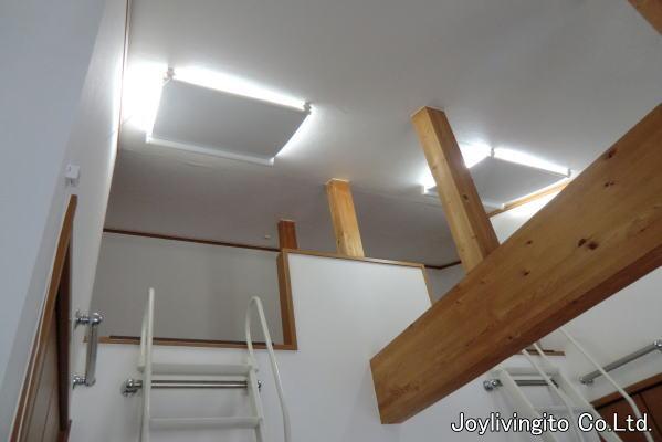 ロフト部分の天井に傾斜窓用ロールスクリーン取り付け納品(京都市南区住宅)