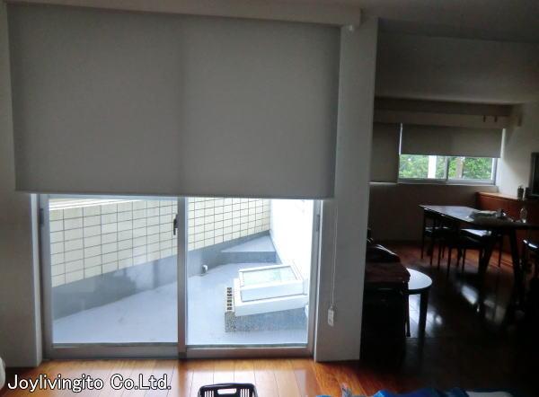 掃き出し大窓へ遮光2級ロールスクリーン取り付け納品