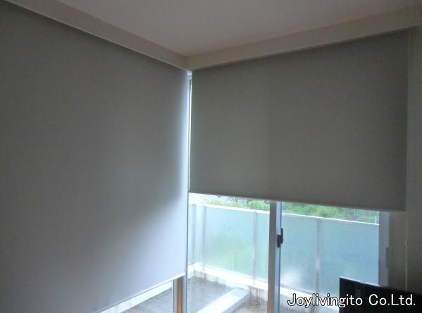 L時窓へは、干渉しないよう気を使い採寸、取り付け納品となりました。